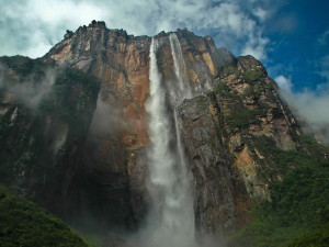 Looking-up-at-Angel-Falls